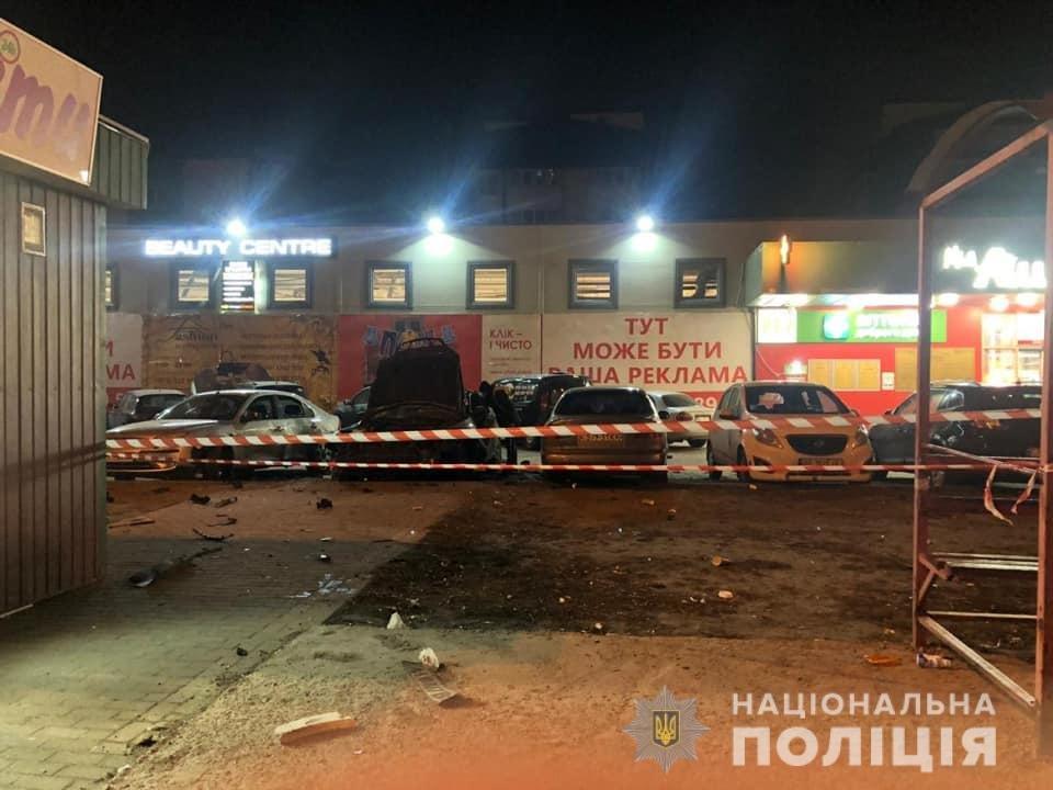 Ночью в Киеве взорвался автомобиль: есть пострадавший, - ФОТО, фото-2