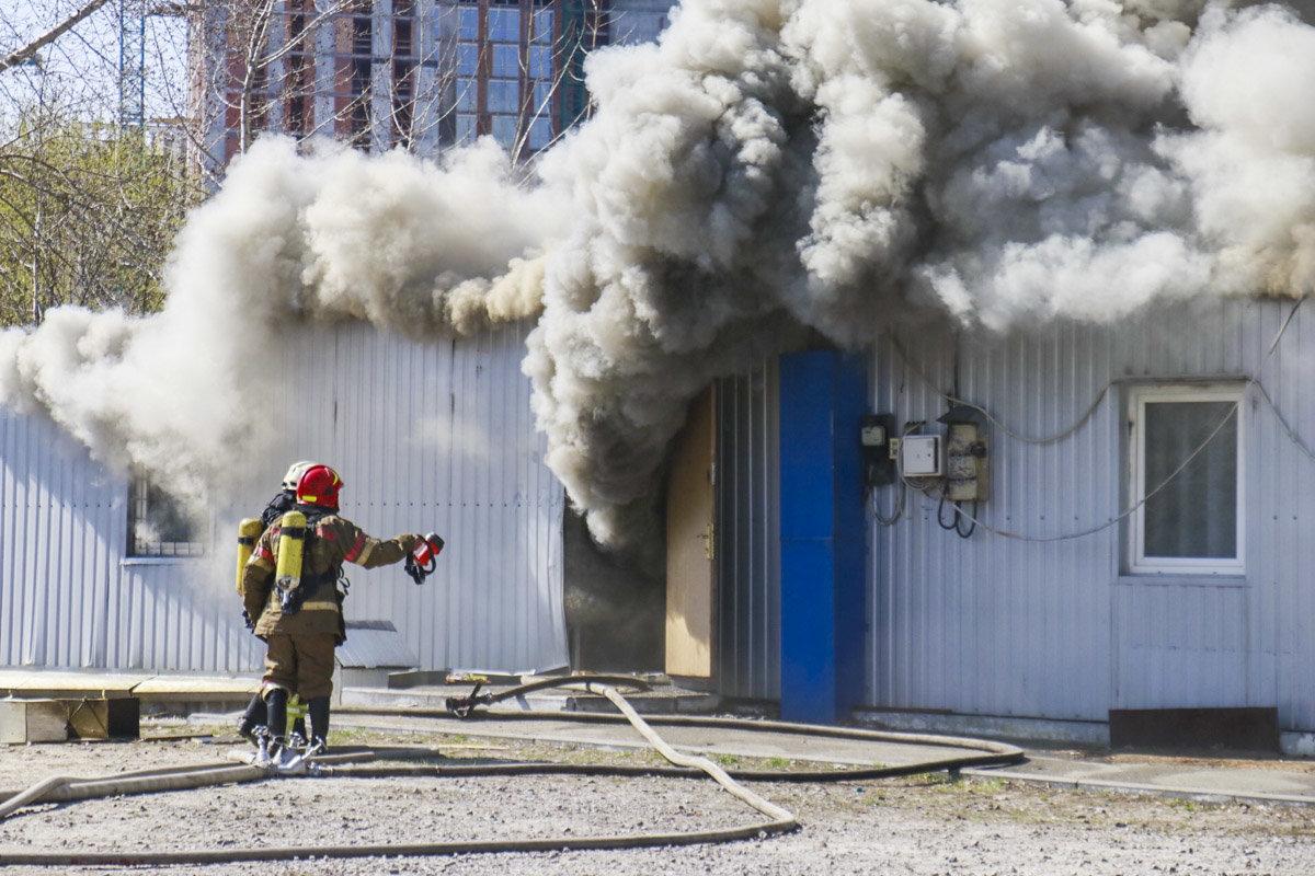 На Осокорках в Киеве произошел пожар на стройке, - ФОТО, ВИДЕО, фото-2