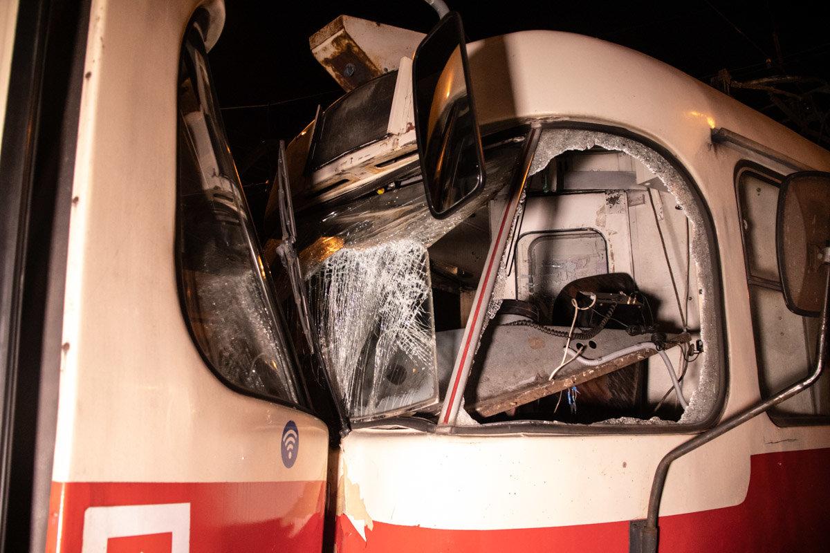 В Киеве столкнулись два трамвая: трое пострадавших, - ФОТО, фото-1, Фото: Информатор