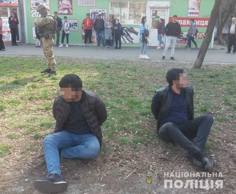 В Киеве иностранцы со стрельбой вымогали деньги от предпринимателя, - ФОТО, фото-2
