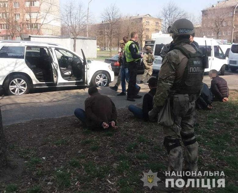 В Киеве иностранцы со стрельбой вымогали деньги от предпринимателя, - ФОТО, фото-1
