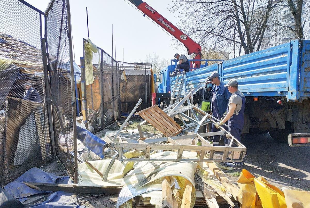Кафе-бар с танцполом: в киевском парке демонтируют огромный МАФ, - ФОТО, фото-9