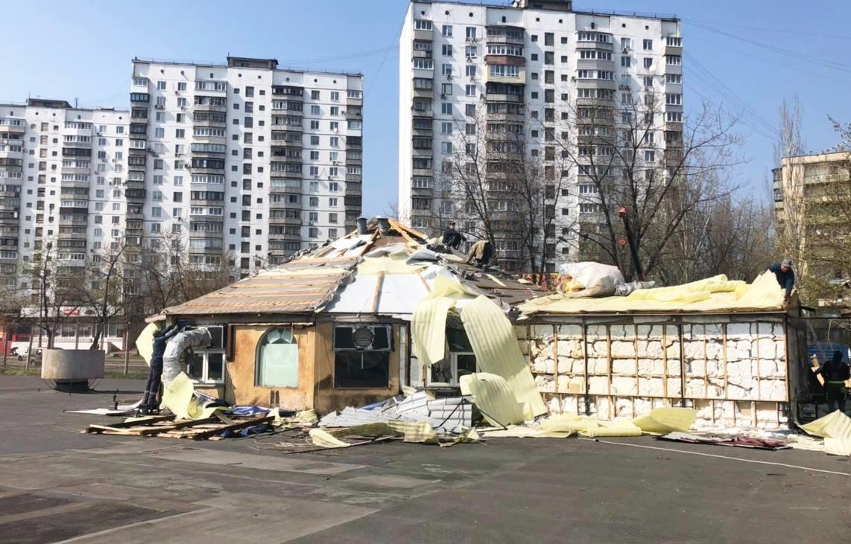 Кафе-бар с танцполом: в киевском парке демонтируют огромный МАФ, - ФОТО, фото-3