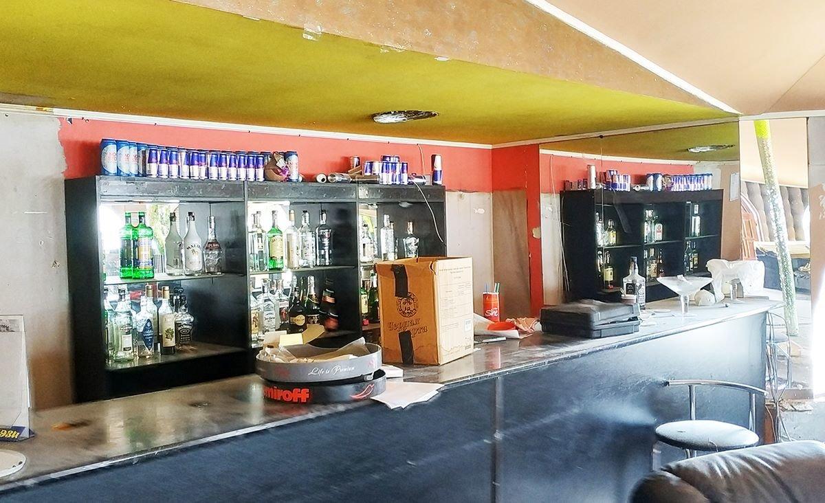 Кафе-бар с танцполом: в киевском парке демонтируют огромный МАФ, - ФОТО, фото-1