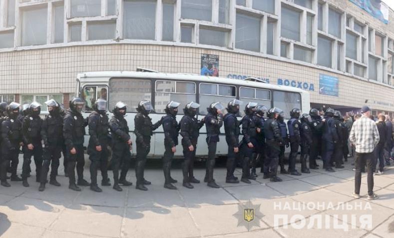 Две попытки рейдерского захвата: в Киеве неизвестные пытались захватить споркомплекс и квартиру на Печерске, - ФОТО, фото-1