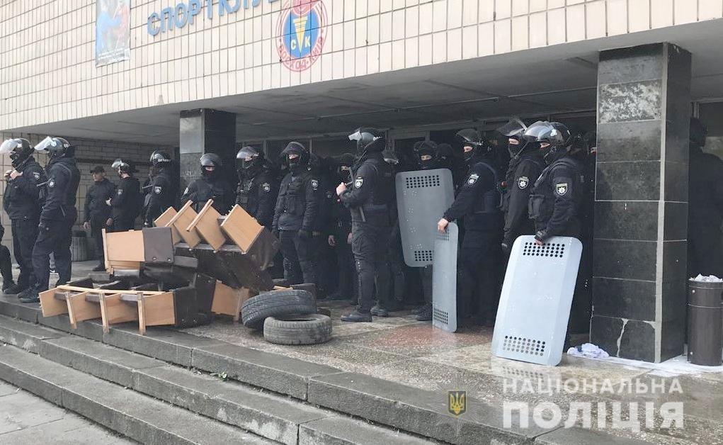 Две попытки рейдерского захвата: в Киеве неизвестные пытались захватить споркомплекс и квартиру на Печерске, - ФОТО, фото-2