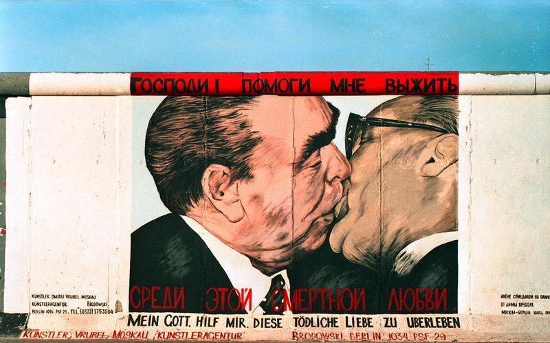 Поцелуй Брежнева и Хонеккера - Фото: wikipedia.org