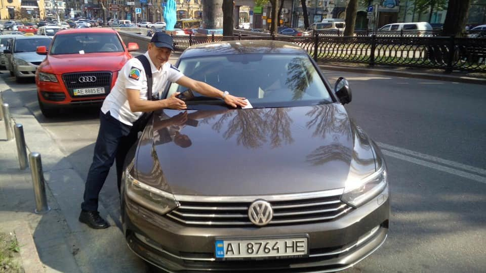 На улицах Киева начали работать инспекторы с парковки, - ФОТО, фото-2, Фото с Facebook-странчки Дмитрия Давтяна