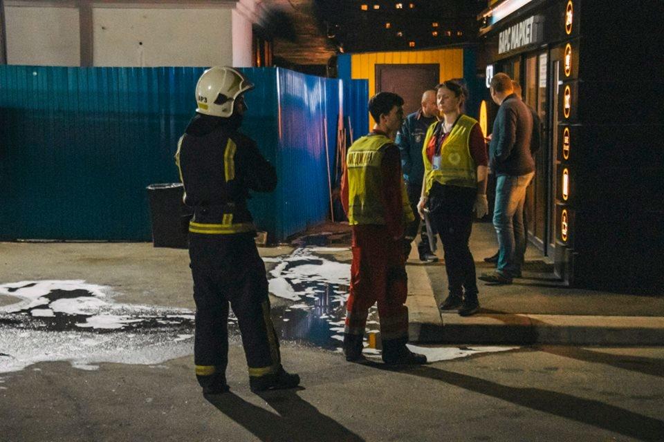 На Оболони во время пожара на автозаправочной станции погиб мужчина, - ФОТО, фото-2, Фото пресс-службы ГУ ДСНС Украины в Киеве