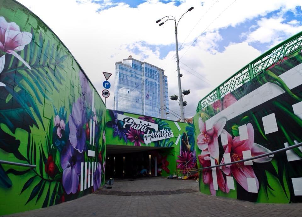 На стенах граффити: в Киеве обновили подземный переход на ВДНХ, - ФОТО, фото-1