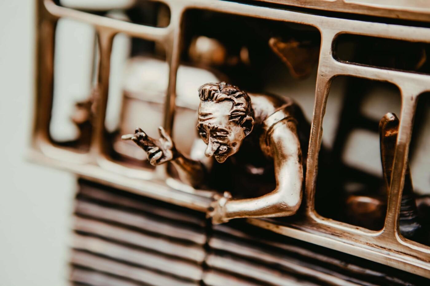 """В Киеве открыли новую мини-скульптуру проекта """"Шукай"""": ее посвятили застекленным балконам, - ФОТО, фото-1, Фото: Ekaterina Voronina"""