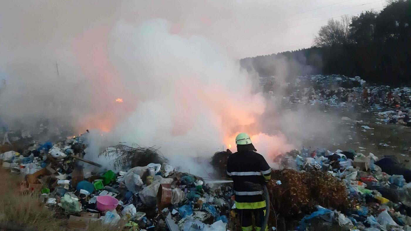 На Киевщине горела мусорная свалка, - ФОТО , фото-2