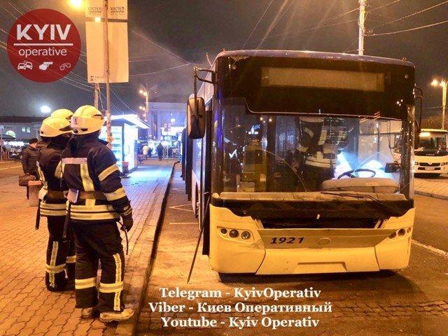 В Киеве горел троллейбус, - ФОТО, фото-1