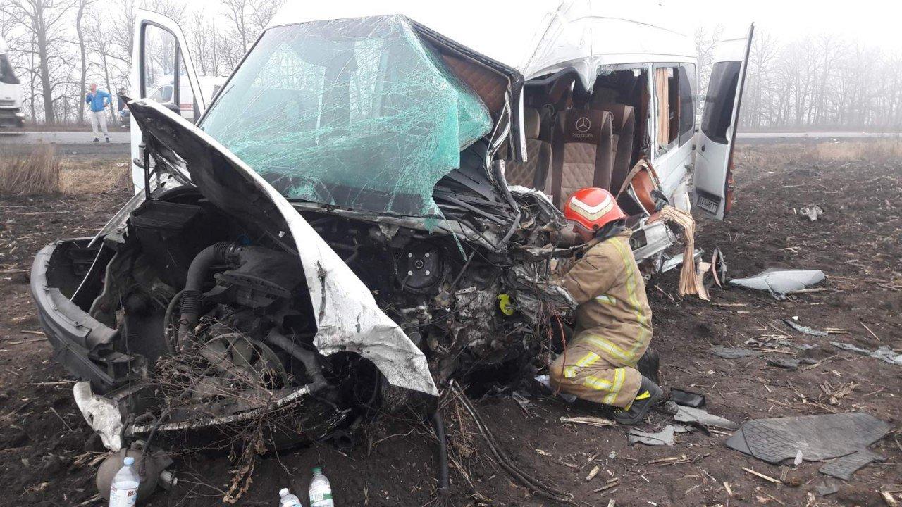 ДТП на трассе Киев-Одесса: столкнулись микроавтобус и грузовик, есть пострадавшие, - ФОТО, фото-2, Фото ГСЧС