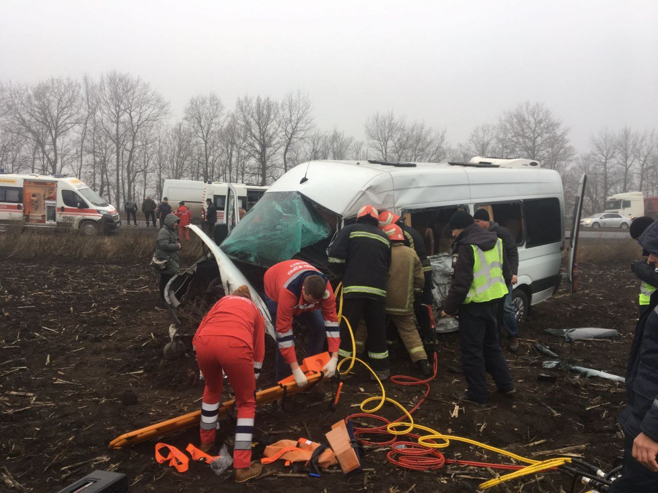 ДТП на трассе Киев-Одесса: столкнулись микроавтобус и грузовик, есть пострадавшие, - ФОТО, фото-1, Фото ГСЧС