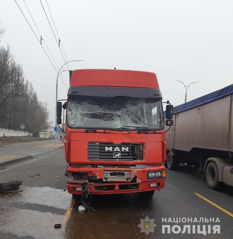 На столичных Термках грузовик протаранил маршрутку: есть пострадавшие, - ФОТО, фото-2