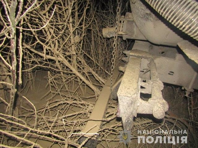 На Киевщине 38-летний мужчина сливал опасные жидкости в водоем, - ФОТО, фото-1