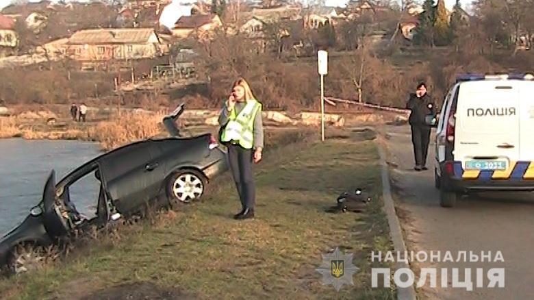 В Киеве возле озера нашли мертвую женщину рядом с ее автобилем: детали, фото-1