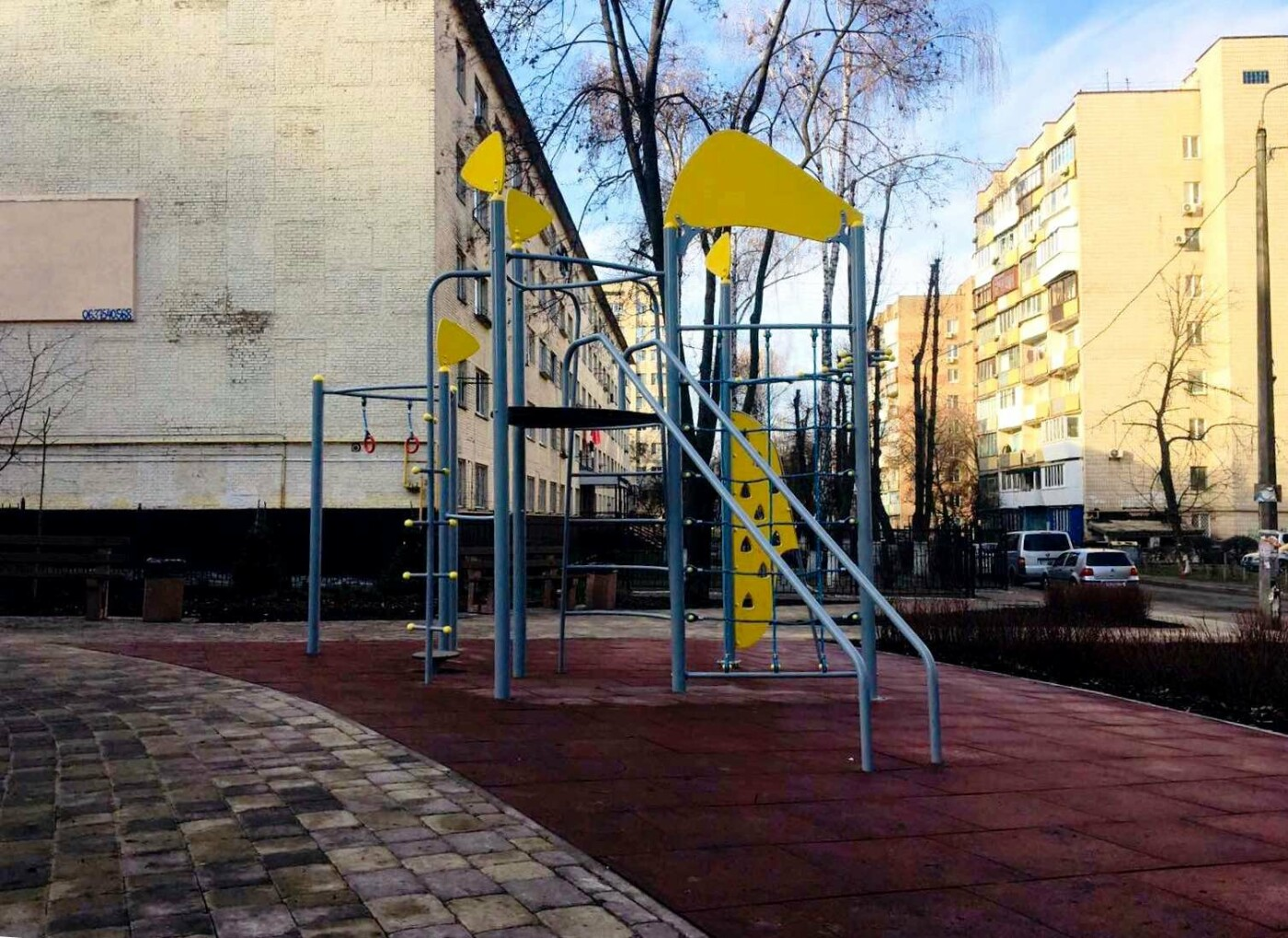 Детская площадка, растения, лавки: как выглядит обновленный сквер на Соломенке, - ФОТО, фото-3