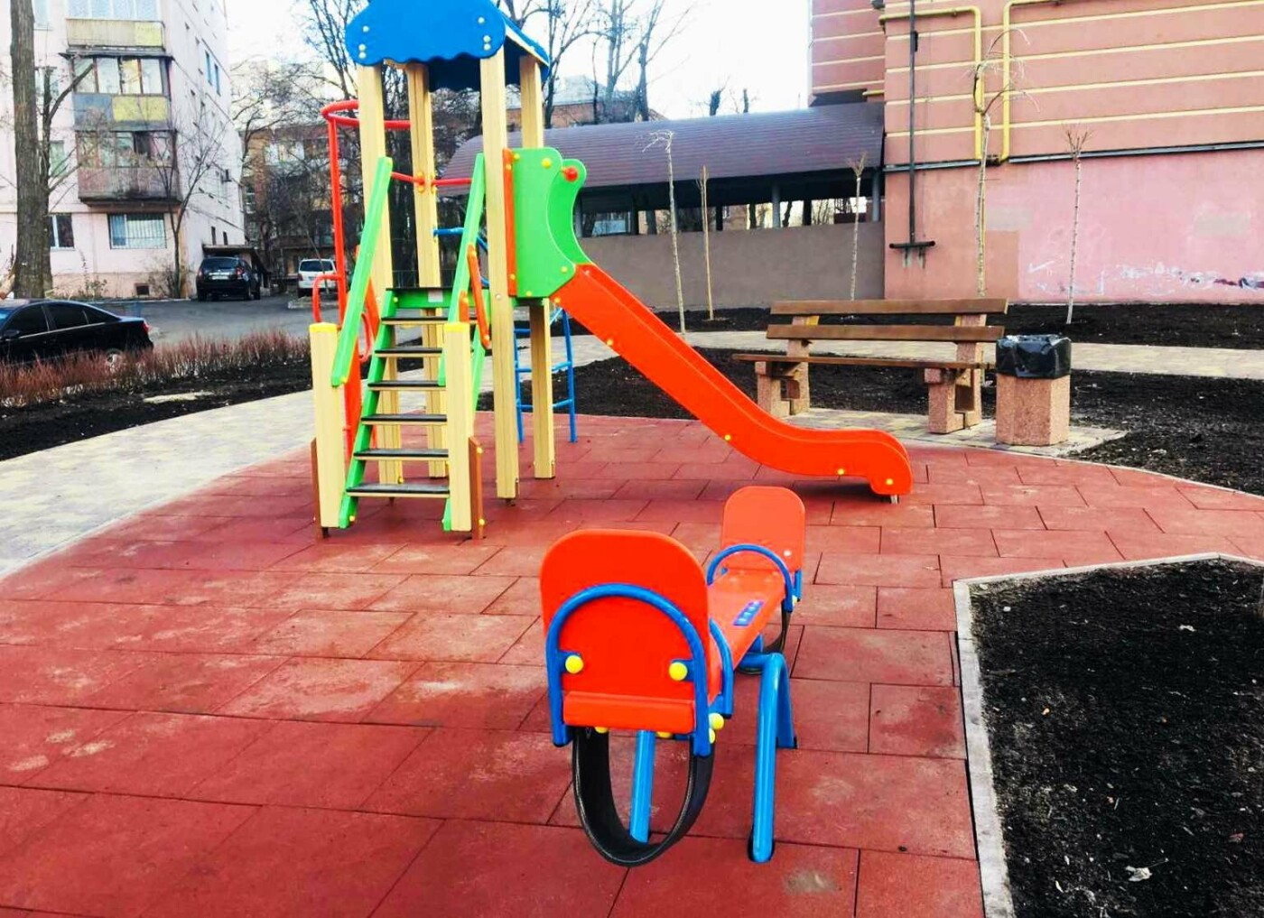 Детская площадка, растения, лавки: как выглядит обновленный сквер на Соломенке, - ФОТО, фото-1