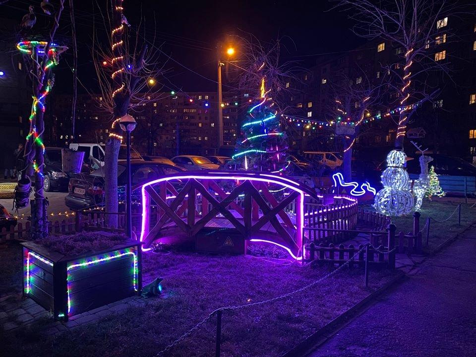 Жители Оболони в Киеве превратили свой двор в сказочный уголок, - ФОТО, фото-1