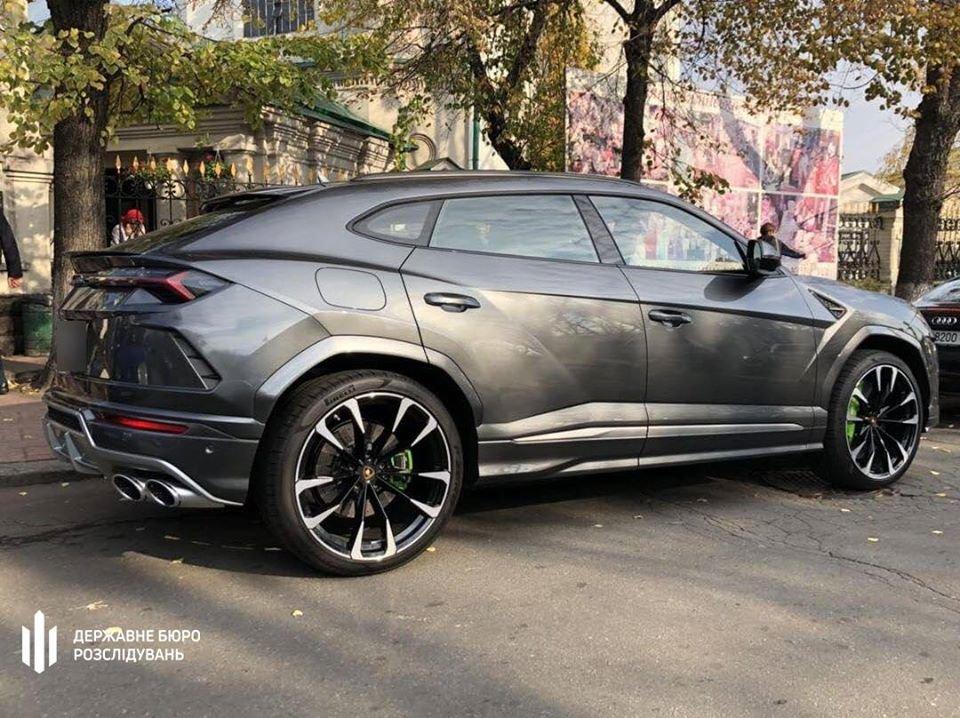 У народного депутата в Киеве обнаружили 6 элитных авто: его подозревают в хищении 200 млн грн, фото-1