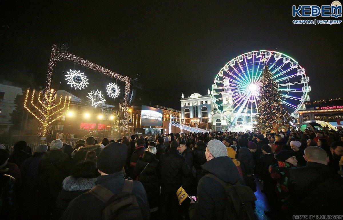 На Контрактовой площади в Киеве зажгли первые ханукальные свечи, - ФОТО, фото-2