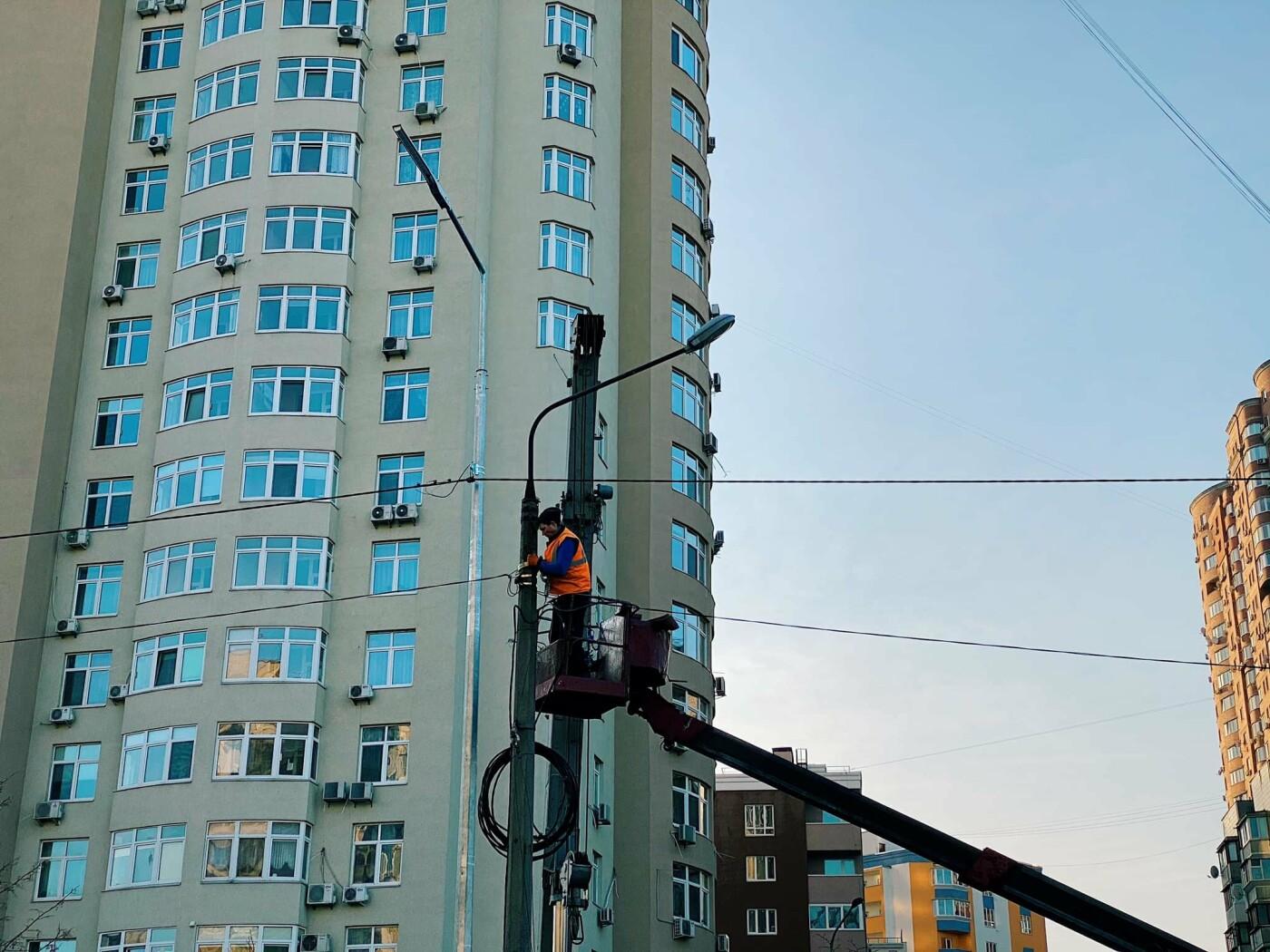 В Киеве на одной из улиц на Позняках появилось LED-освещение, фото-1