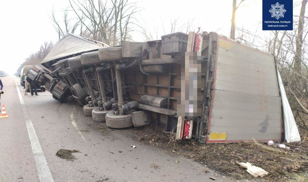 На трассе под Киевом перевернулся грузовик,- ФОТО, фото-2