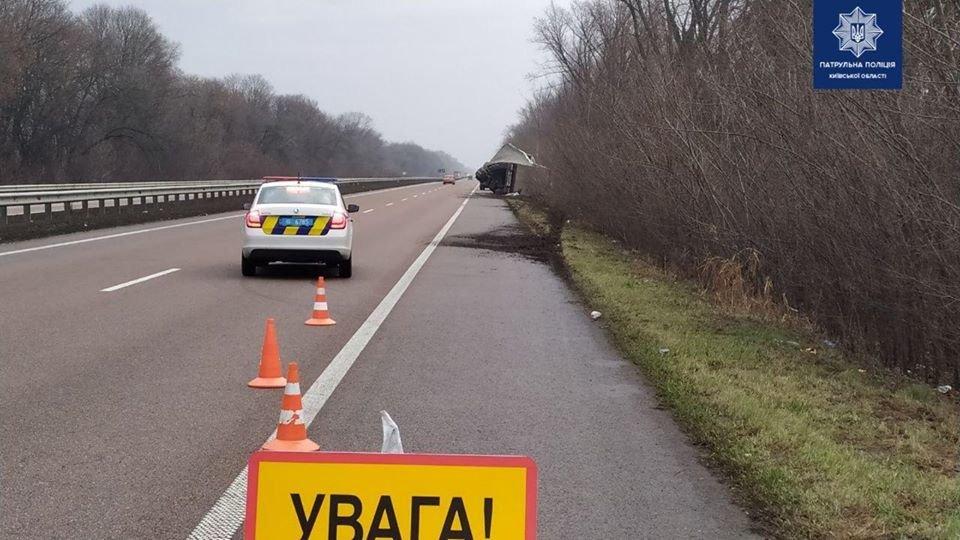 На трассе под Киевом перевернулся грузовик,- ФОТО, фото-3