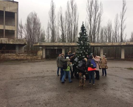 Впервые после взрыва на ЧАЭС: в Припяти установили новогоднюю ёлку, - ФОТО, фото-2, Фото ZIK