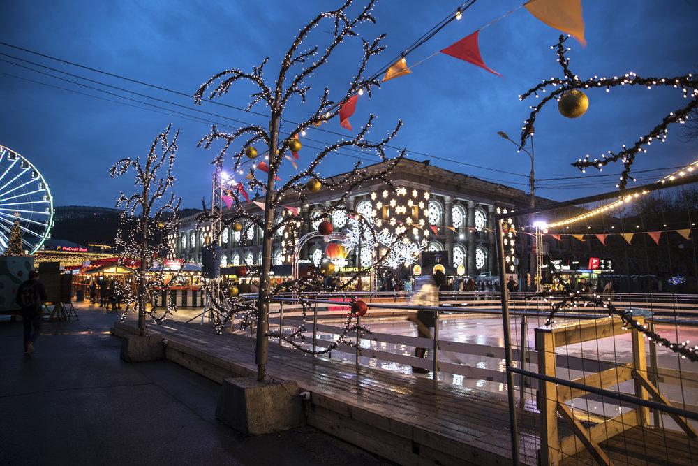 Как выглядит Киев накануне новогодне-рождественских праздников, - ФОТО, фото-9