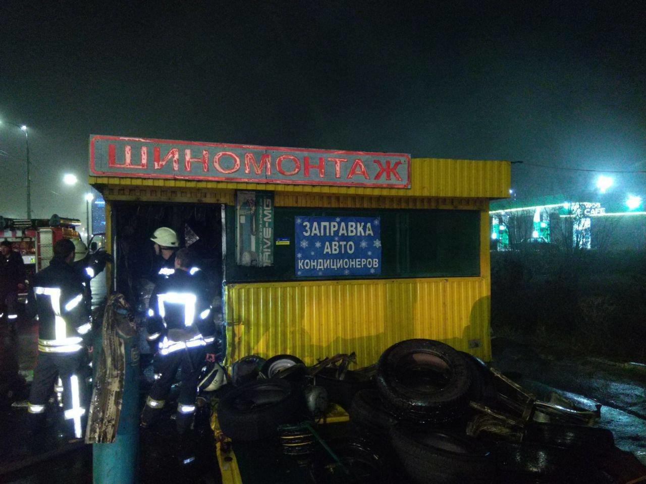 В Киеве горел шиномонтаж: детали, фото-1