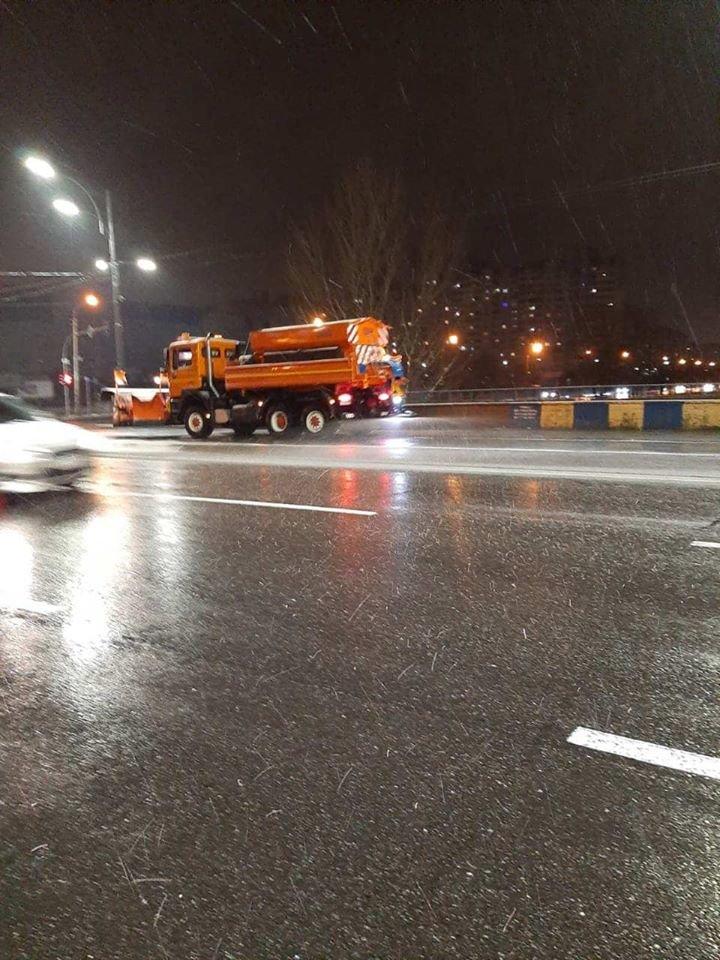 В Киеве работало более 170 снегоуборочных машин,- ФОТО, фото-2