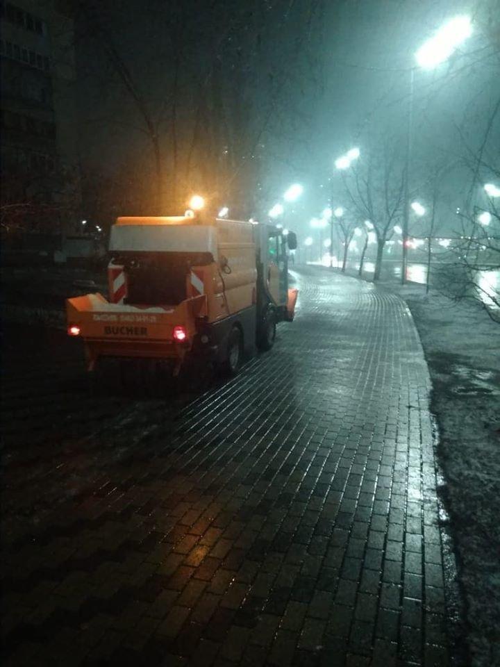В Киеве работало более 170 снегоуборочных машин,- ФОТО, фото-1