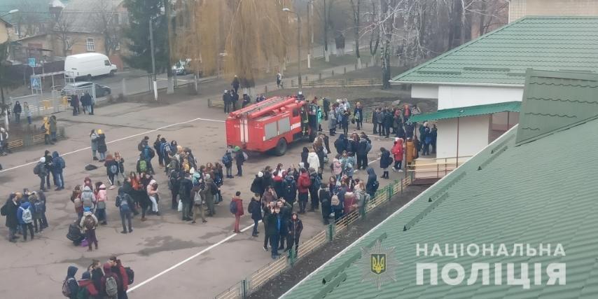 На Киевщине неизвестный распылил газ в школе, фото-1