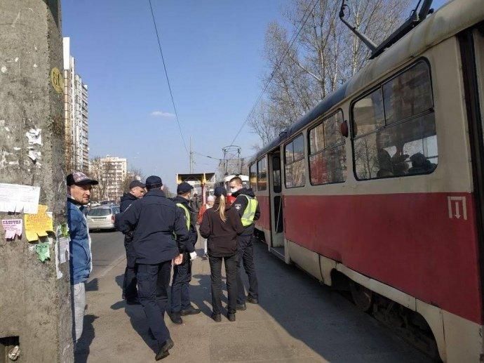 В Киеве водитель трамвая вызвал полицию из-за пассажиров без масок, - ФОТО, фото-2, Фото УП