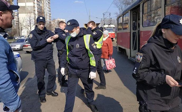 В Киеве водитель трамвая вызвал полицию из-за пассажиров без масок, - ФОТО, фото-1, Фото УП