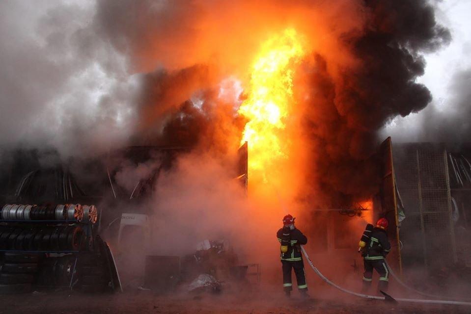 В Дарницком районе Киева сгорел двухэтажный дом, - ФОТО, фото-1
