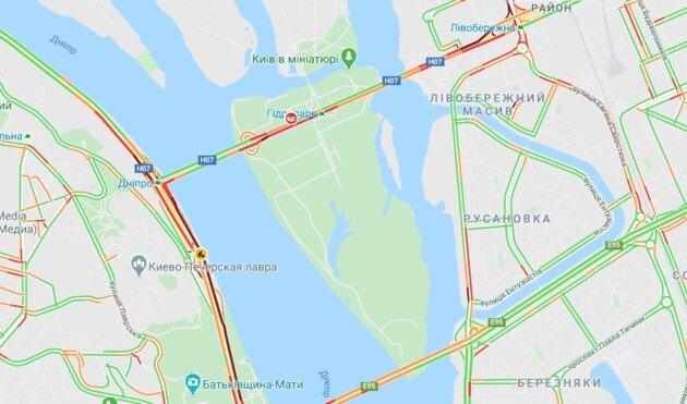 Мост Метро в Киеве угрожают взорвать: появилось видео с места инцидента , фото-2