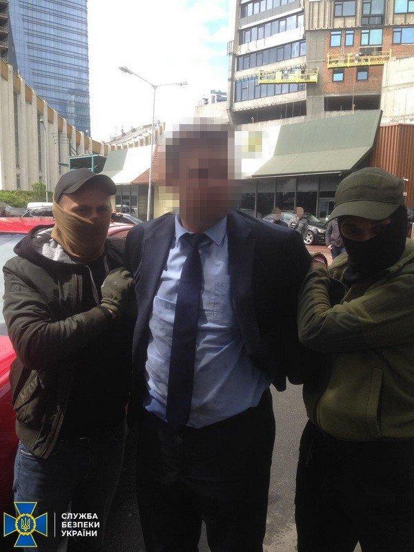 В Киеве поймали на взятке чиновника из Минобразования, - ФОТО, фото-3