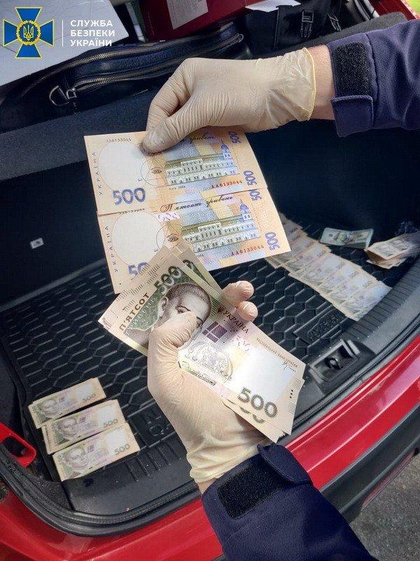 В Киеве поймали на взятке чиновника из Минобразования, - ФОТО, фото-1