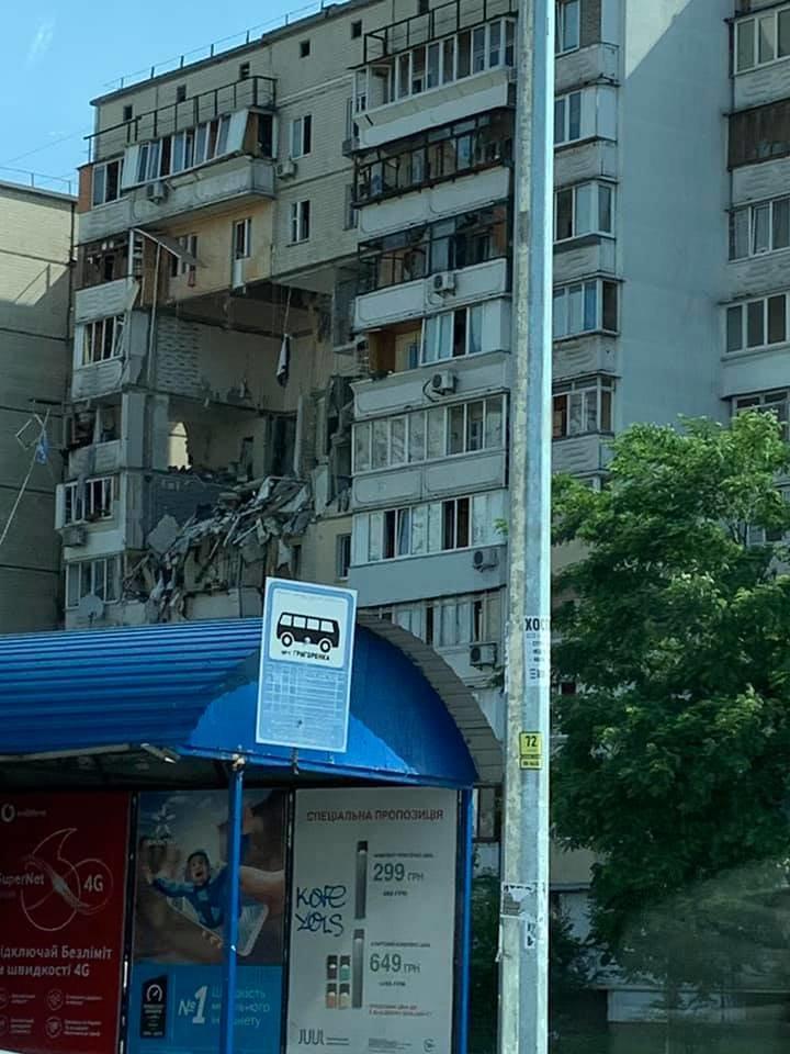 В Киеве прогремел мощный взрыв в жилом доме на Позняках, - ФОТО, ВИДЕО, фото-1, Фото из соцсетей