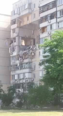 В Киеве прогремел мощный взрыв в жилом доме на Позняках, - ФОТО, ВИДЕО, фото-2, Фото из соцсетей