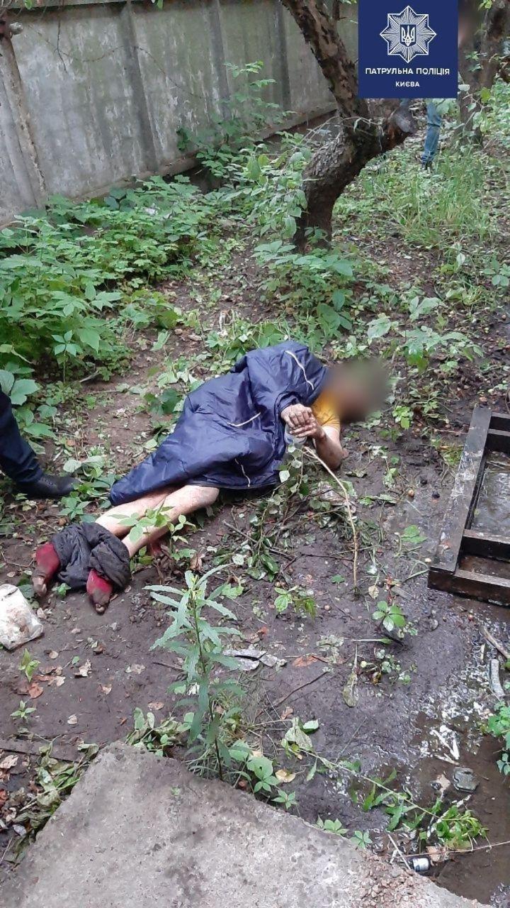 В Киеве мужчина три дня лежал на земле из-за травмы позвоночника, фото-1