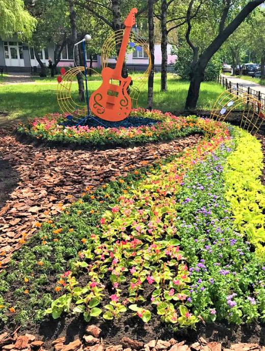 В Киеве на Соломенке в сквере появился «музыкальный» цветник, фото-1