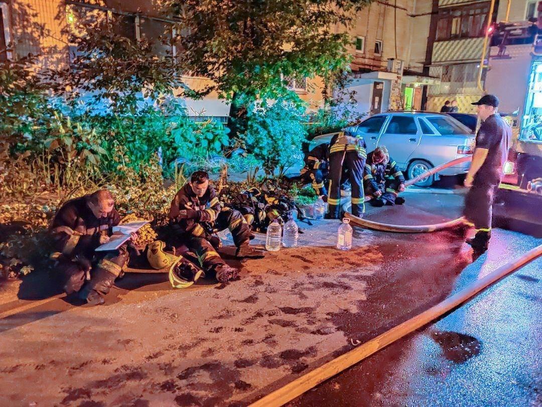 В Киеве на Троещине горела девятиэтажка: из-за пожара эвакуировали жильцов , - ФОТО, фото-2