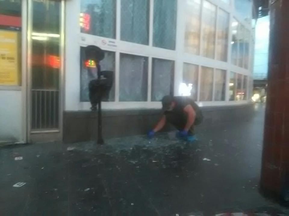 Взрыв возле метро в Киеве: пострадал 22-летний парень, - ФОТО, фото-1, Фото Виталия Кличка