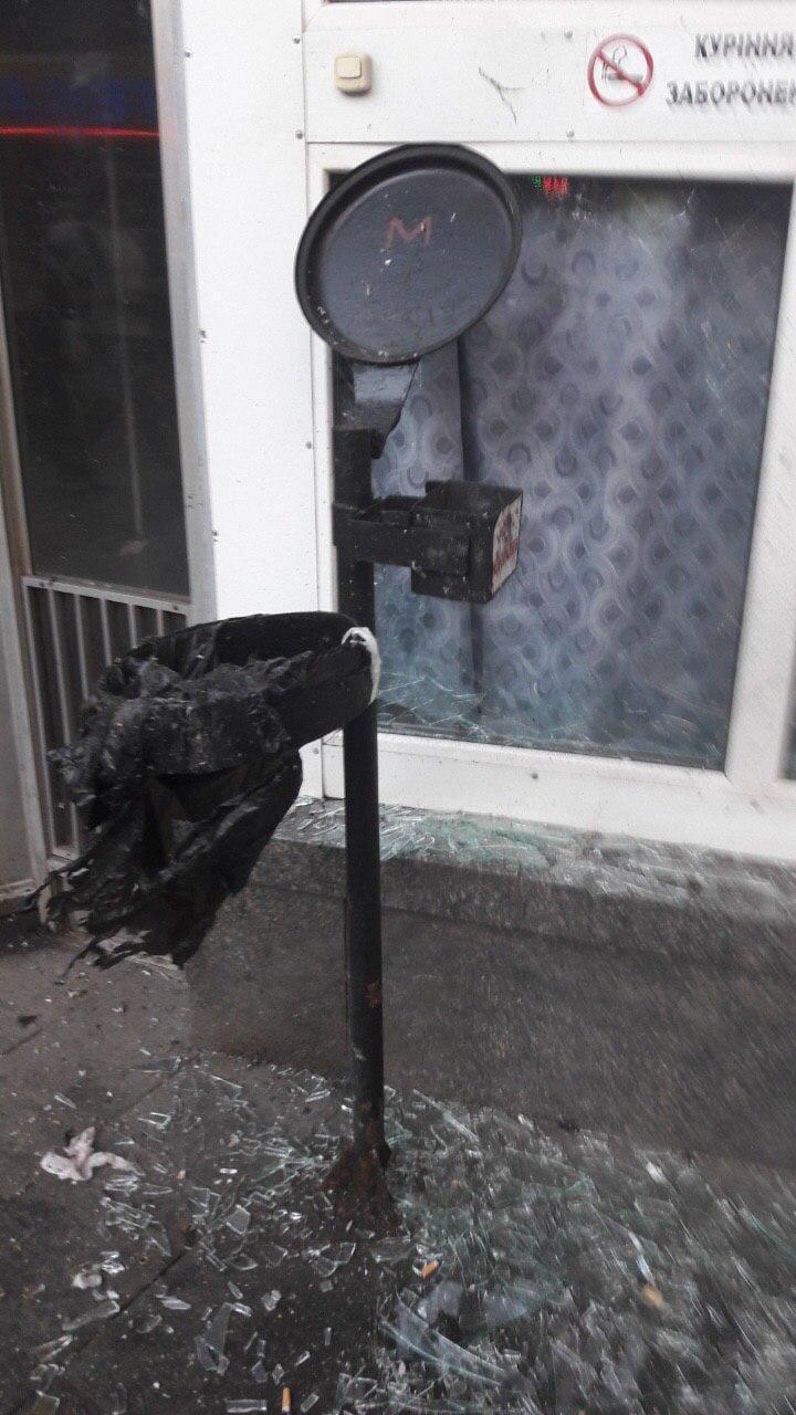 Возле станции метро Киева произошел взрыв, есть пострадавший, - ФОТО, фото-1, Фото Наталки Макогон в Facebook