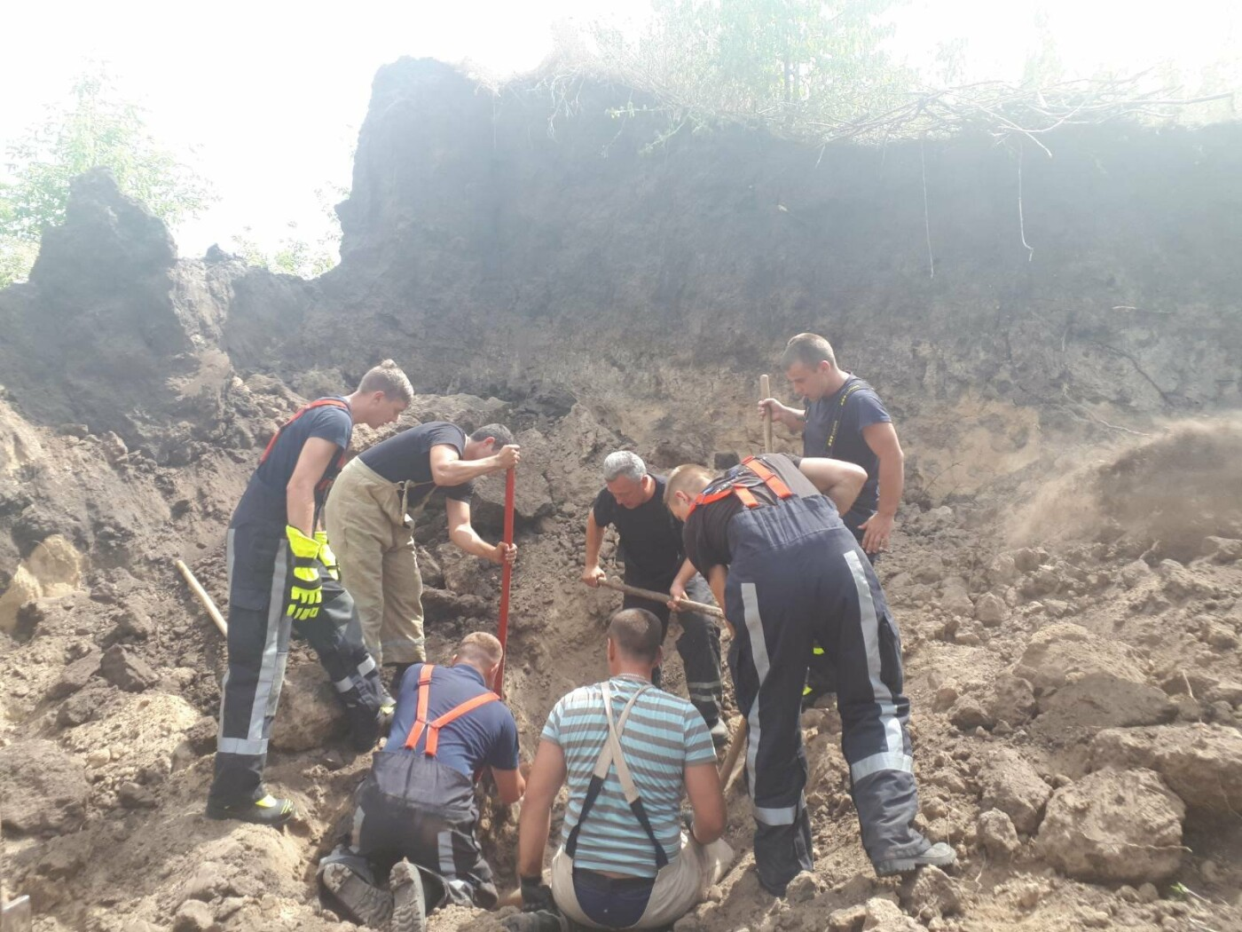 В Киевской области произошел обвал грунта: есть погибший, - ФОТО, фото-1, Фото: ГСЧС в Киевской области